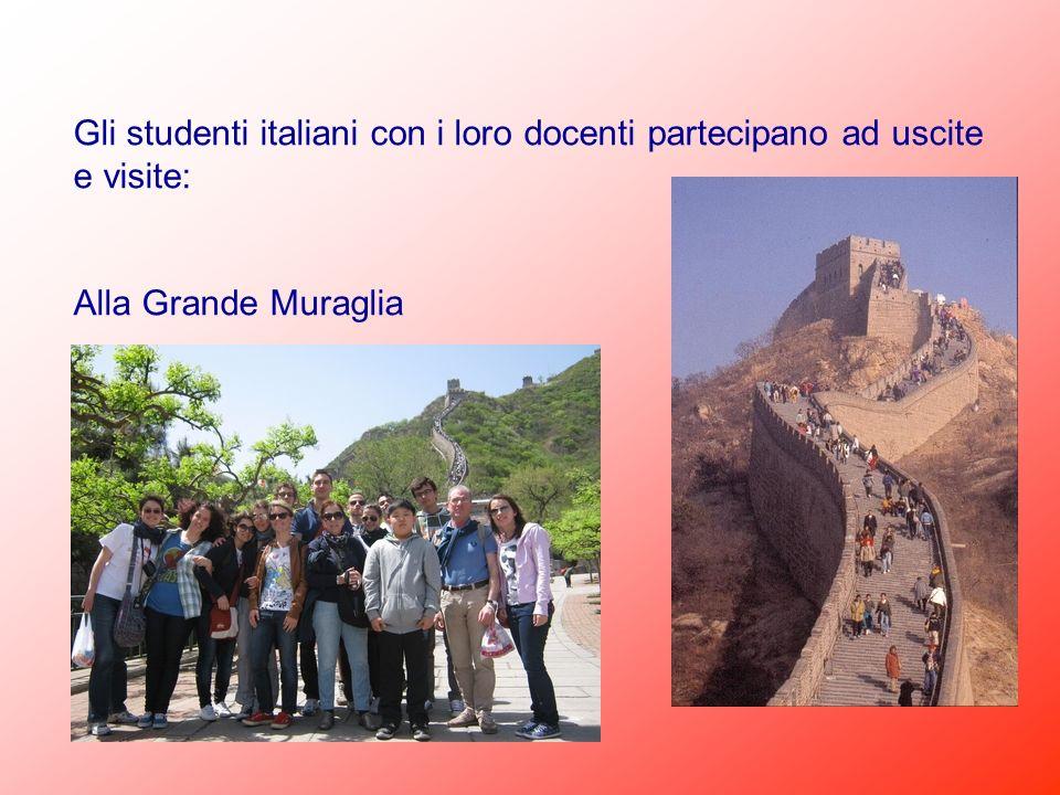 Gli studenti italiani con i loro docenti partecipano ad uscite e visite: