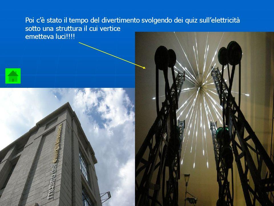 Poi c'è stato il tempo del divertimento svolgendo dei quiz sull'elettricità sotto una struttura il cui vertice emetteva luci!!!!