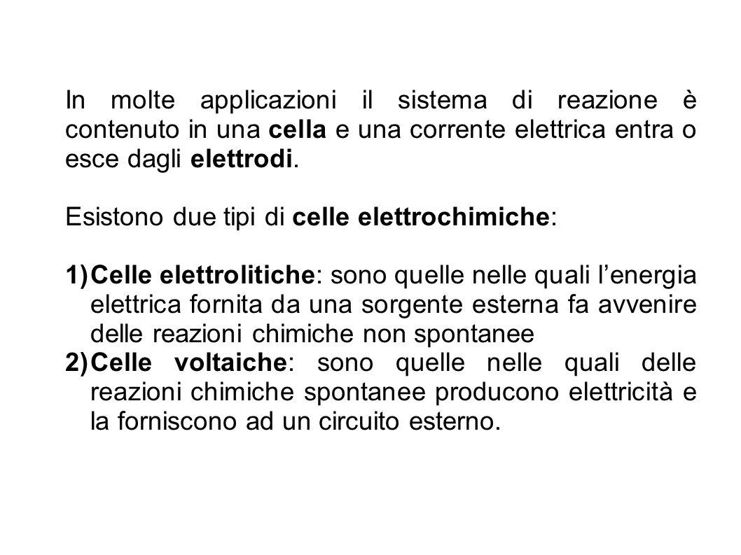 In molte applicazioni il sistema di reazione è contenuto in una cella e una corrente elettrica entra o esce dagli elettrodi.