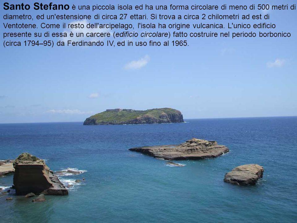 Santo Stefano è una piccola isola ed ha una forma circolare di meno di 500 metri di diametro, ed un estensione di circa 27 ettari.