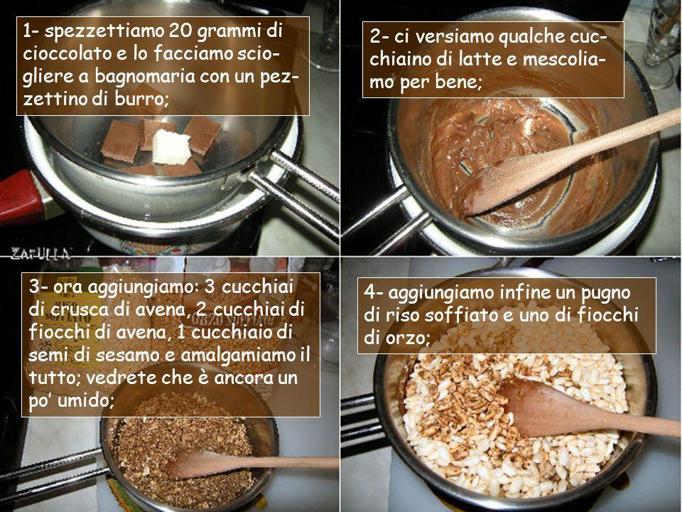 1- spezzettiamo 20 grammi di cioccolato e lo facciamo scio-gliere a bagnomaria con un pez-zettino di burro;