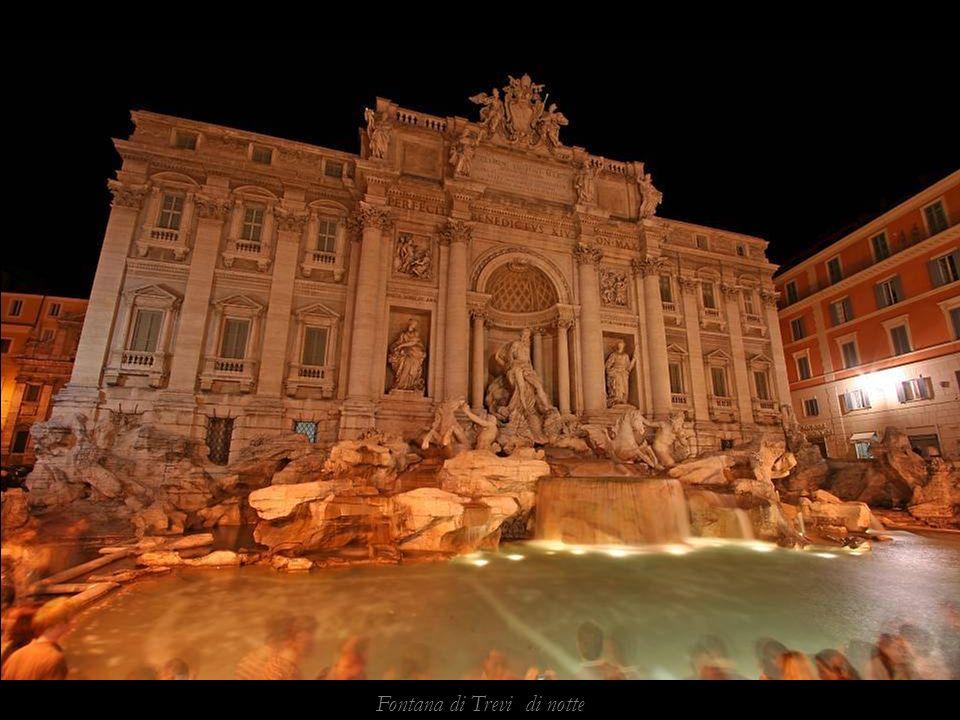 Fontana di Trevi di notte