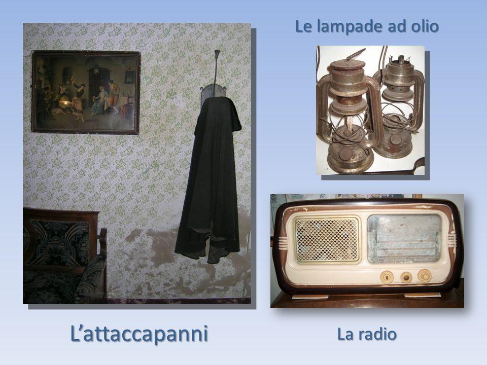Le lampade ad olio L'attaccapanni La radio