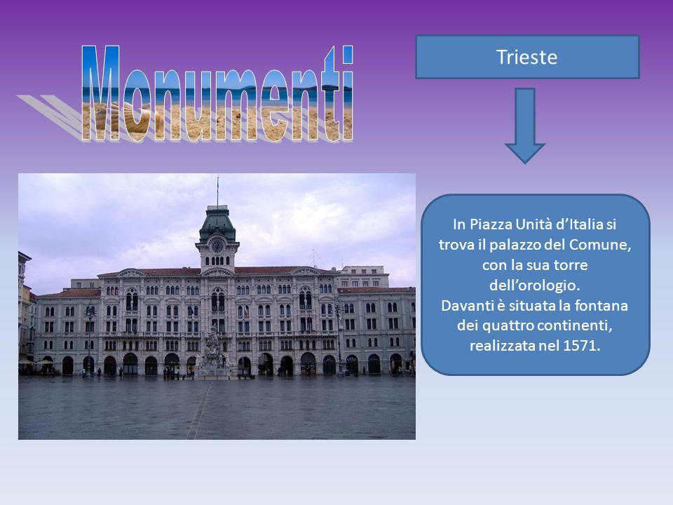 Trieste Monumenti. In Piazza Unità d'Italia si trova il palazzo del Comune, con la sua torre dell'orologio.