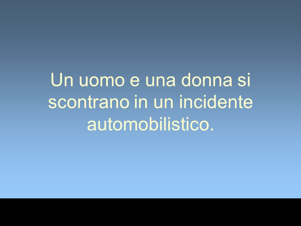 Un uomo e una donna si scontrano in un incidente automobilistico.