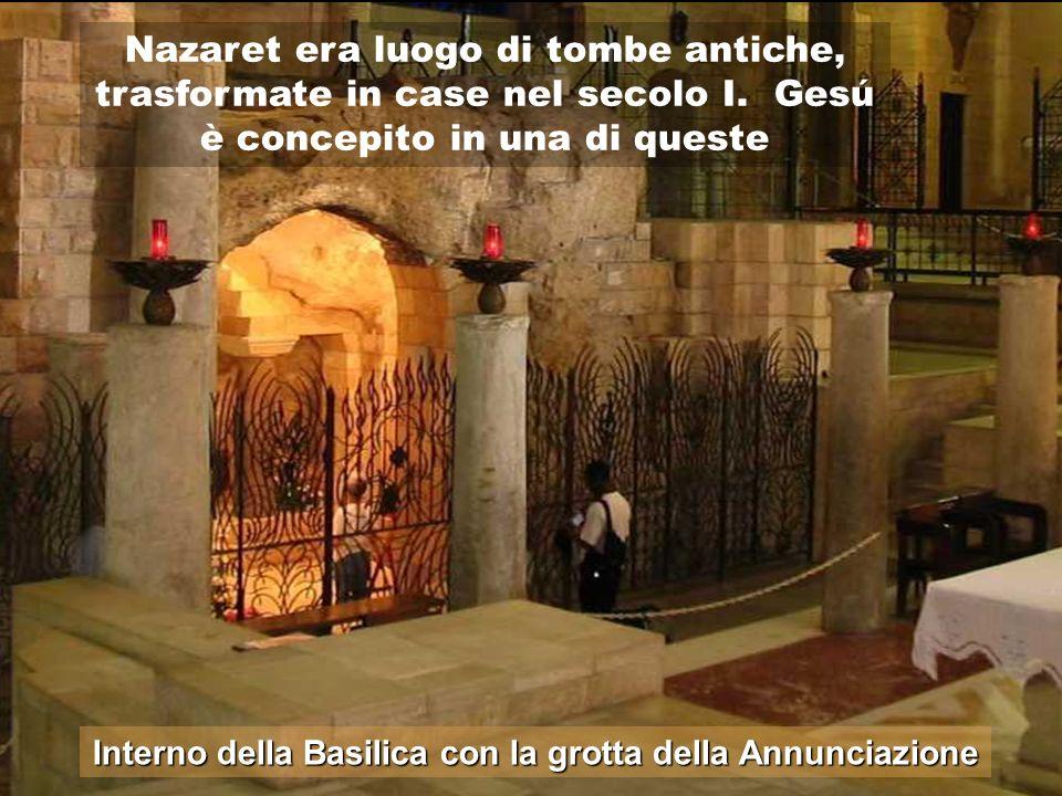 Interno della Basilica con la grotta della Annunciazione