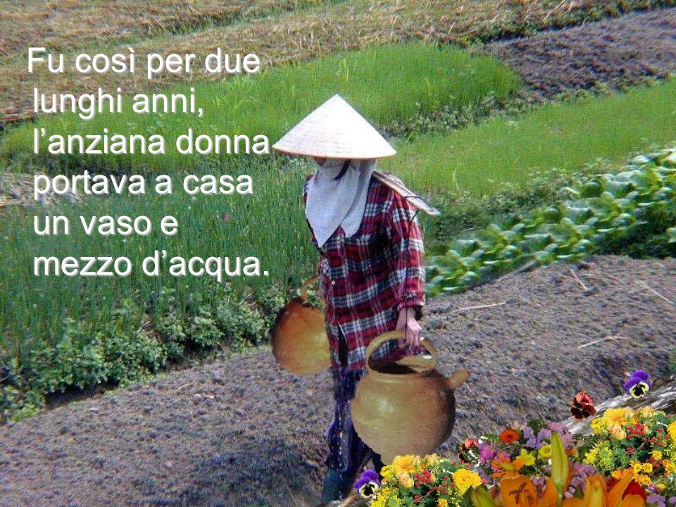 Fu così per due lunghi anni, l'anziana donna portava a casa un vaso e mezzo d'acqua.