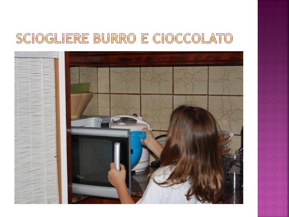 Sciogliere burro e cioccolato