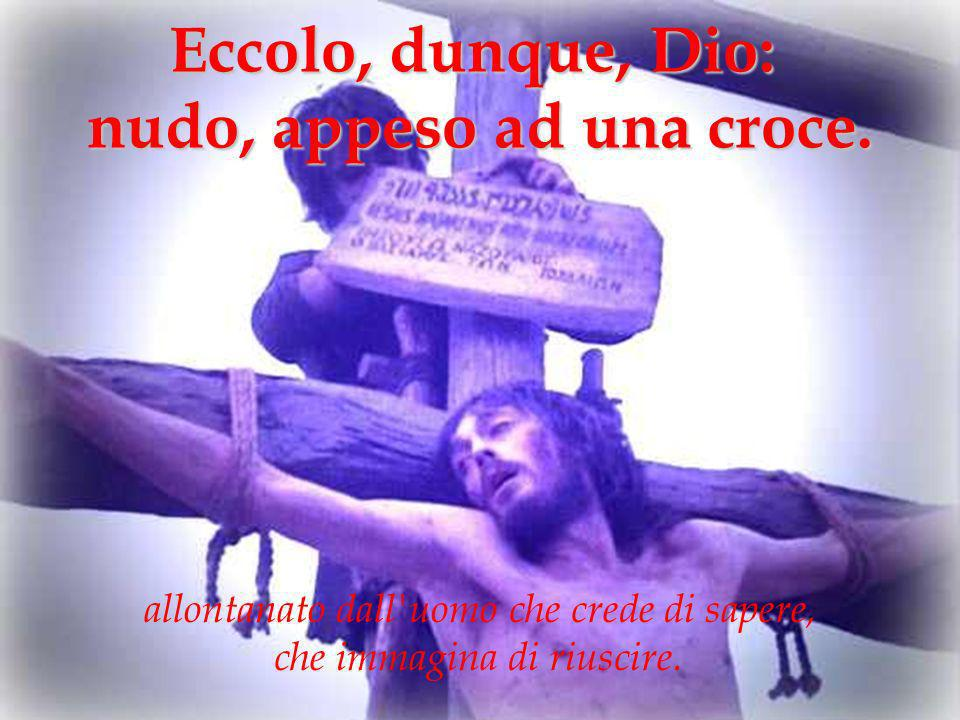 nudo, appeso ad una croce.