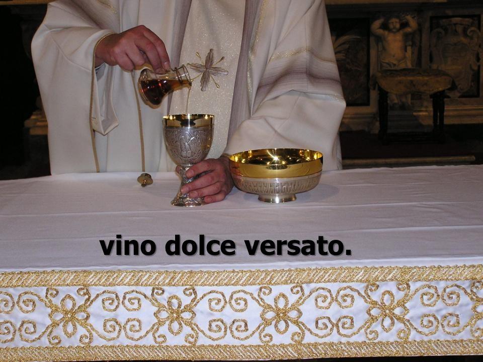 vino dolce versato.
