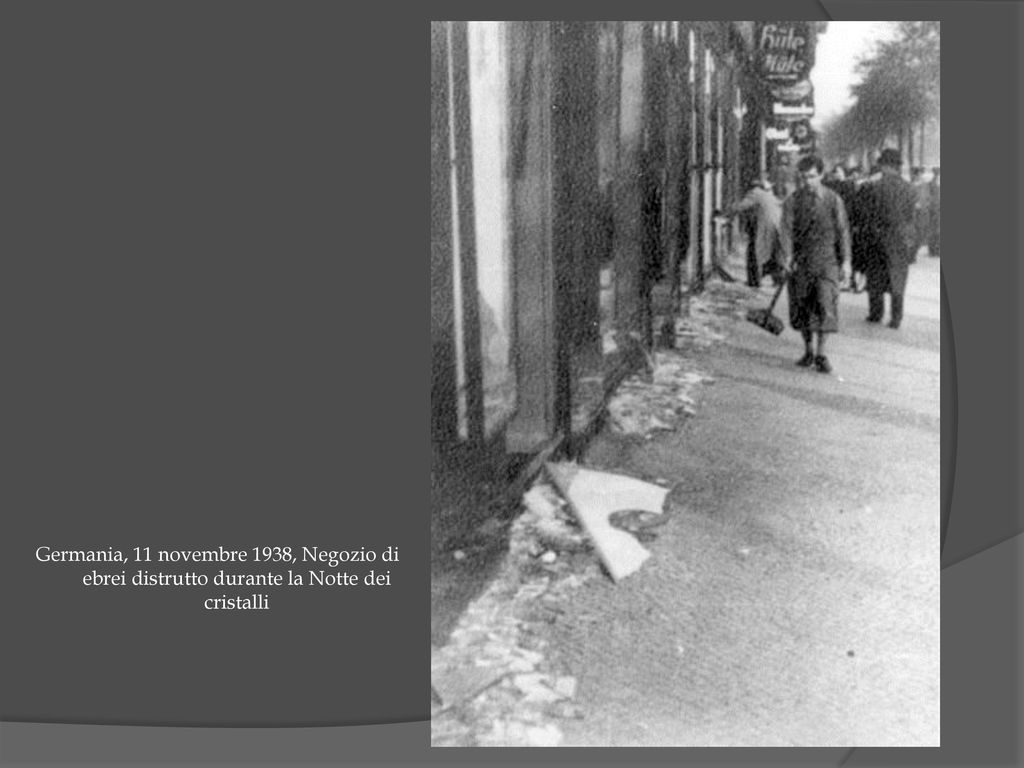 24230dbcde 73 Germania, 11 novembre 1938, Negozio di ebrei distrutto durante la Notte  dei cristalli
