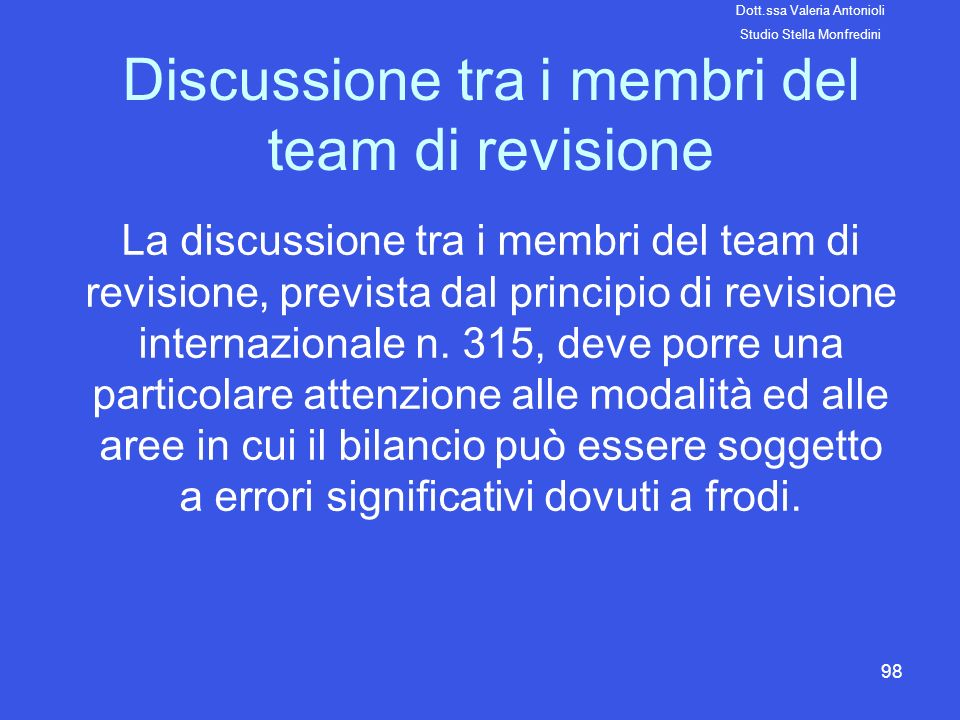 Discussione tra i membri del team di revisione